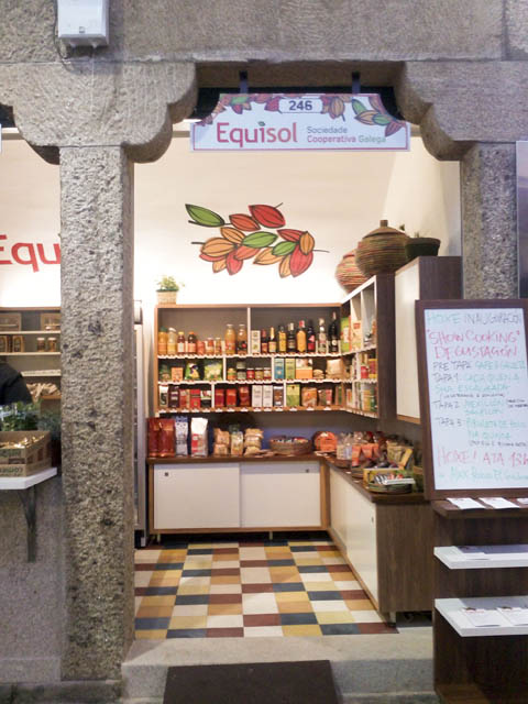 Diseño de tienda en plaza de abastos santiago, interior de tienda de plaza, plaza de abastos de santiago de compostela, tienda de consumo ecologico, de diseño, interiorismo, santiago, coruña, galicia