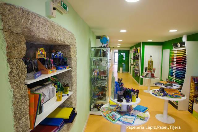 Diseño de papelería en santiago, Libreria de diseño, reforma de papelería en santiago, reforma de libreria en coruña, reforma de libreria en galicia, diseño de papelería, interiorismo en locales