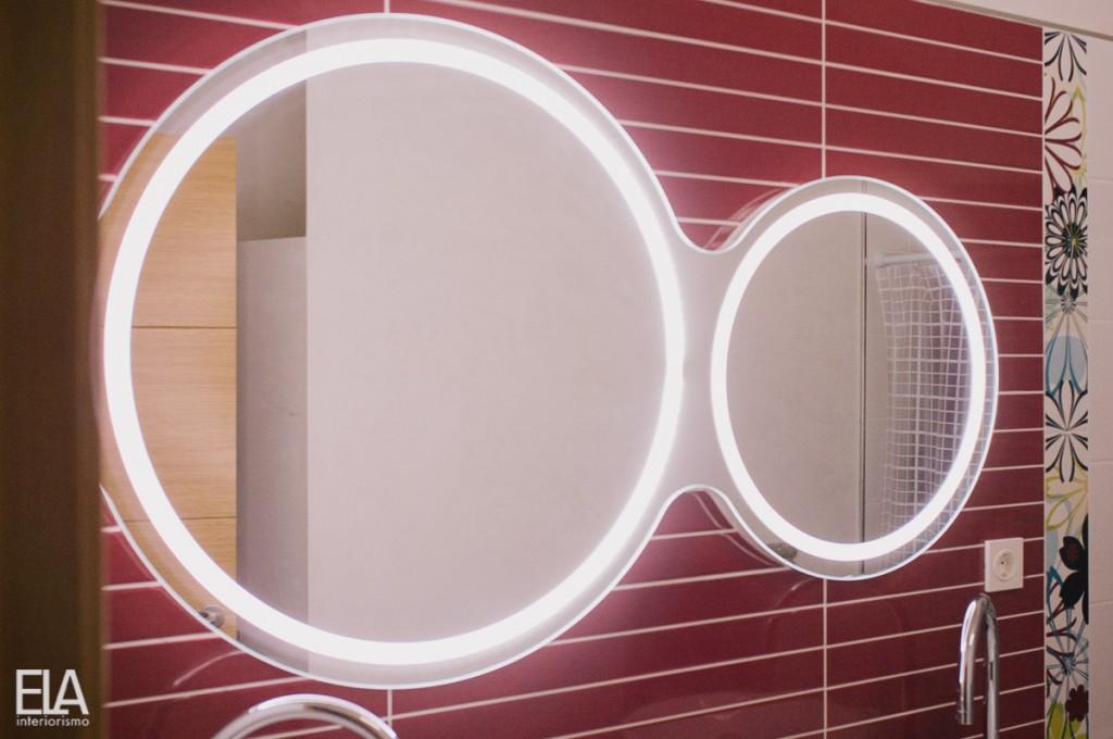 Diseño de espejo a medida, diseño de espejo doble con luz, diseño de ELA Interiorismo