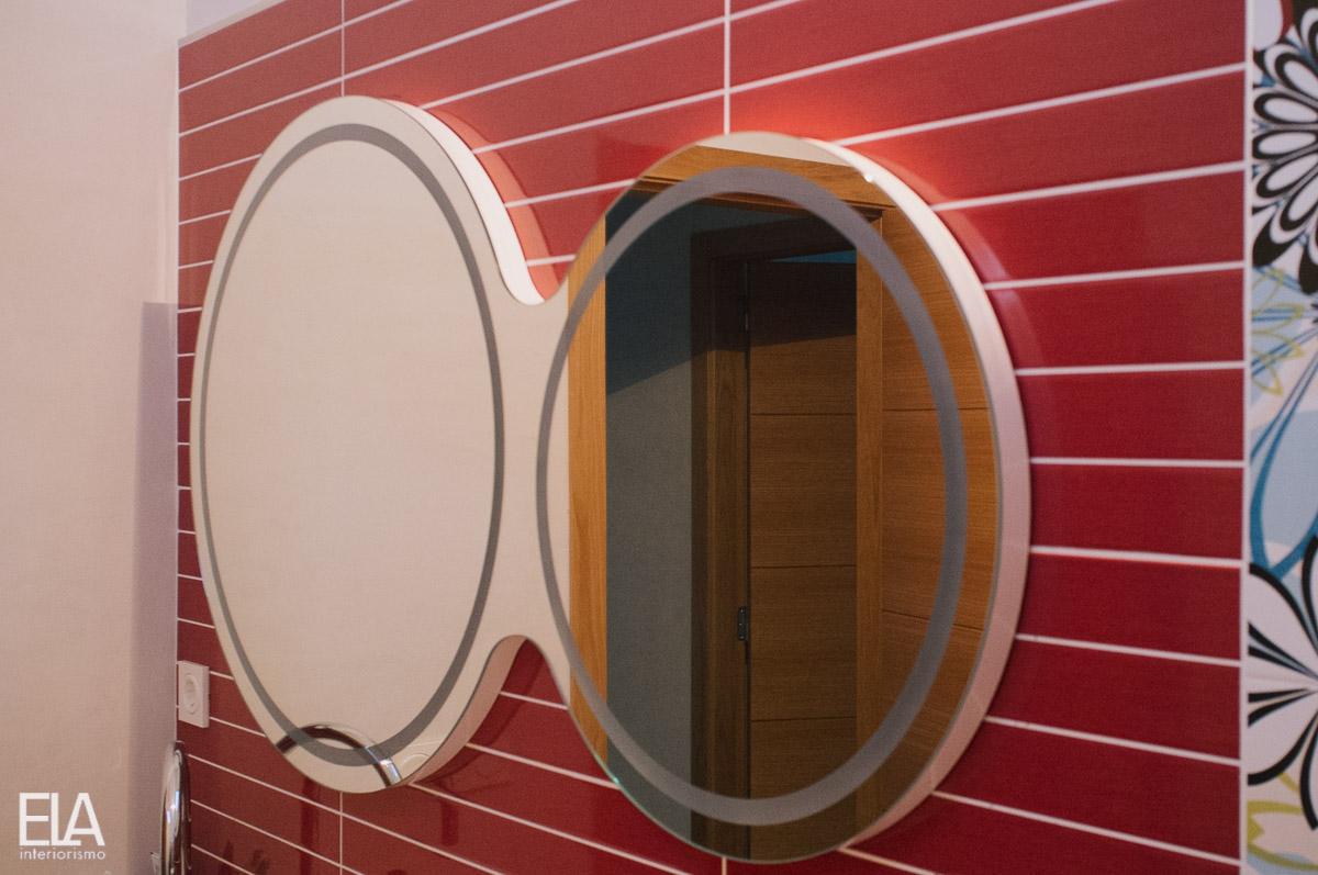 Dise o de espejo doble con luz de ela interiorismo ela interiorismo - Espejos a medida ...