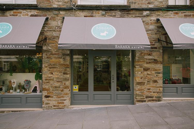 Diseño de locales, Diseño Tienda Mascotas, Tiendas Mascotas moderna, Loclaes con diseño, diseño a medida de locales, diseño original de tiendas, tienda de mascotas, tienda de animales